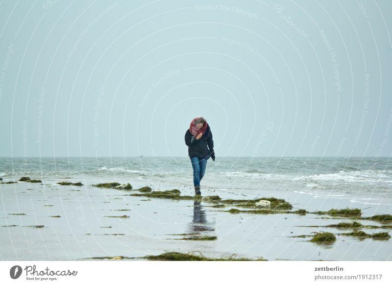 Endhaken/Südperd Erholung Ferien & Urlaub & Reisen Frau Mensch Spaziergang Einsamkeit einzeln Wind Sturm Wellen Ferne Horizont Herbst Himmel Insel Küste