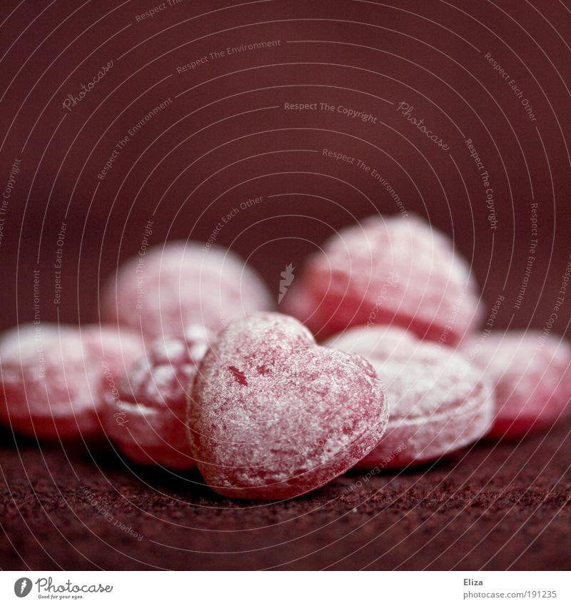Bonbons in Herzform Valentinstag Kitsch lecker saftig süß rot Liebe Puderzucker Süßwaren Romantik Ernährung Weihnachtsmarkt Gefühle Nahaufnahme Detailaufnahme