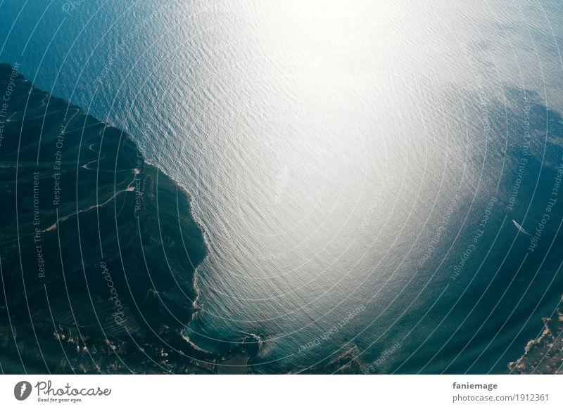 Mittelmeer Umwelt Natur Landschaft Klima fliegen Stimmung Flugzeug Meer Insel Küste Berge u. Gebirge Wasser Wellen Erde beobachten oben staunen Unendlichkeit