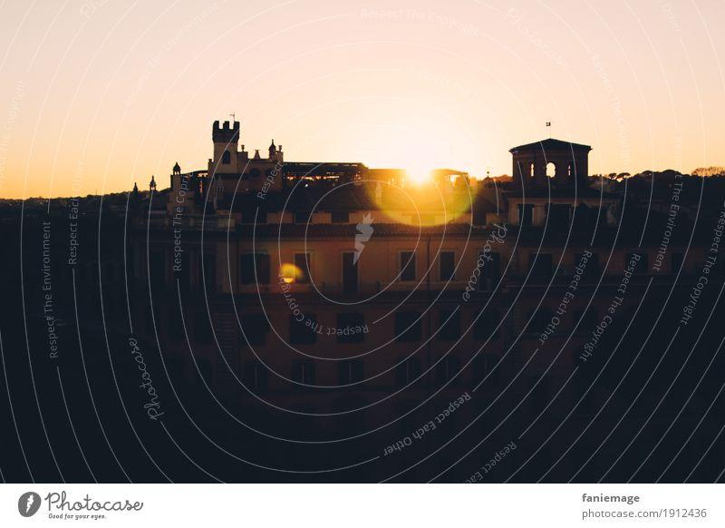Sunset in Rome Lifestyle Glück Stadtzentrum Altstadt Haus Fassade Stimmung Sonnenuntergang Italien Hauptstadt rosa orange schwarz Lichtpunkt Aussicht Denkmal