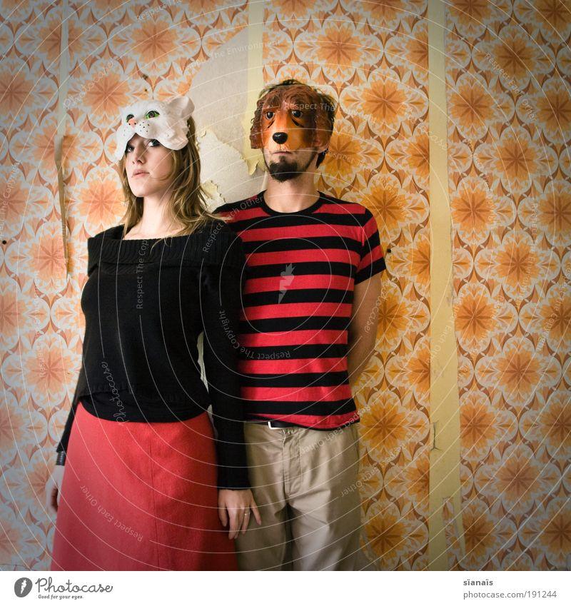 altlast harmonisch Tapete maskulin feminin Paar Partner 2 Mensch Theaterschauspiel Schauspieler Maske Hund Katze Tier stehen warten Coolness verrückt