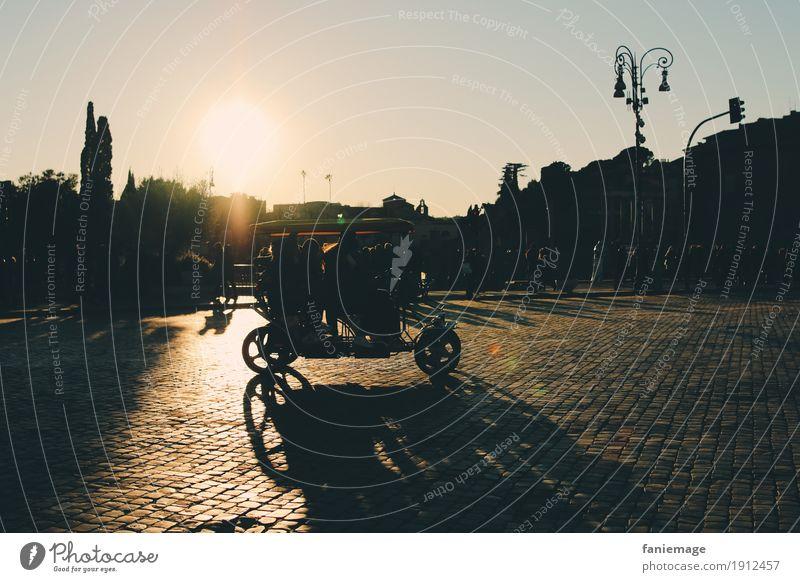 Roma VI Lifestyle Stil Fahrradfahren Mensch Stadt Hauptstadt Stadtzentrum Altstadt bevölkert Gefühle Stimmung Freude Glück Fröhlichkeit Lebensfreude