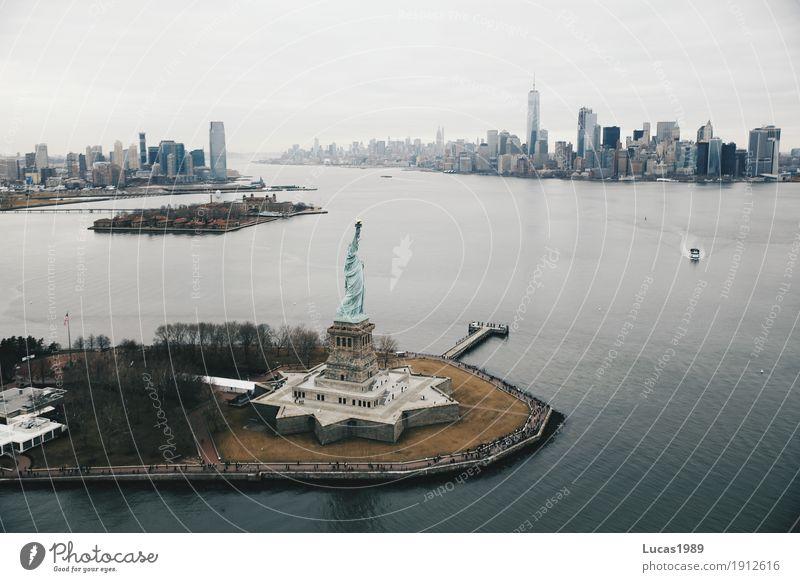New York City - Statue of Liberty & Skyline Ferien & Urlaub & Reisen Tourismus Ausflug Abenteuer Ferne Sightseeing Städtereise Manhattan USA Stadt Hauptstadt