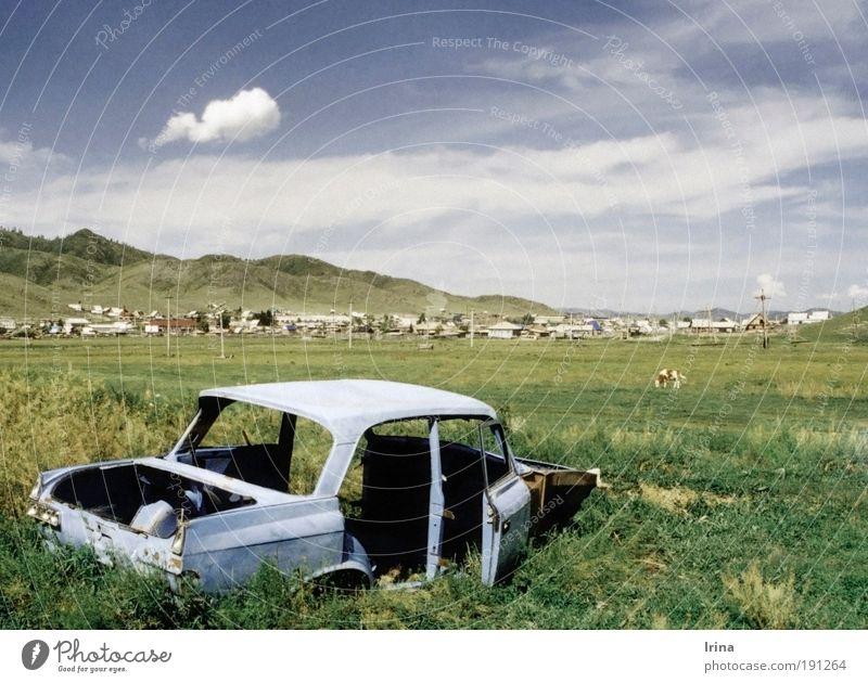 Fucked up in Siberia Himmel Einsamkeit Ferne Berge u. Gebirge PKW Asien Aussicht Wandel & Veränderung Dorf analog Mongolei Russland Oldtimer Steppe Umwelt KFZ