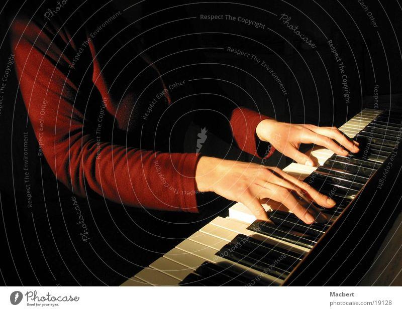Klavierspielen Frau Hand Sonne Musik berühren