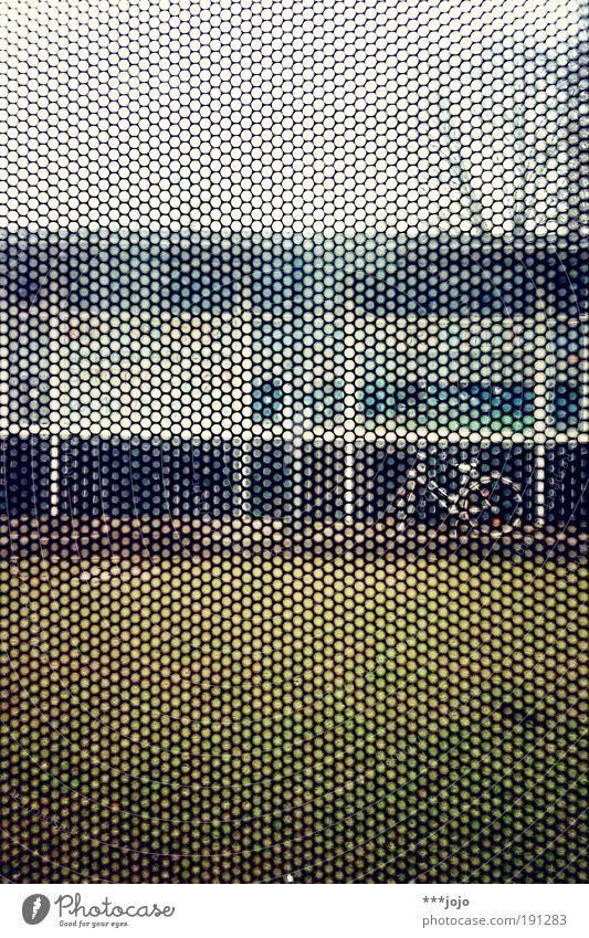 lochbild. Gebäude Architektur Mobilität Straßenbahn modern Schablone Muster Lochblech abstrakt Bildpunkt Geometrie Bewegung Haus Würfel Farbfoto Außenaufnahme