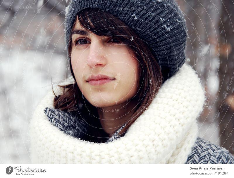 schneekind, Mensch Natur Jugendliche schön Baum Winter Gesicht Erwachsene feminin Gefühle Haare & Frisuren Stil Schneefall Wind Mund modern