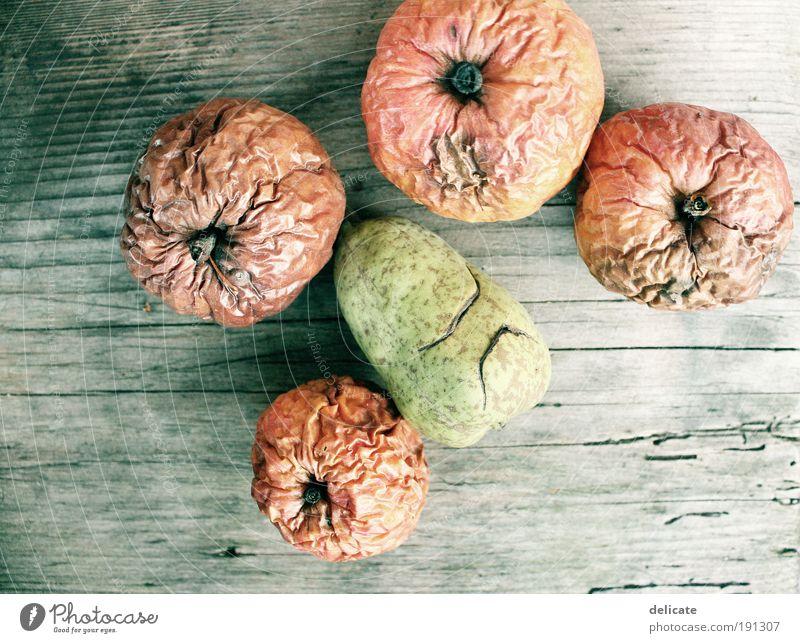 Vintage apples (and pear) Natur alt grün schön rot gelb Herbst braun liegen Frucht trocken Apfel hässlich Nahaufnahme