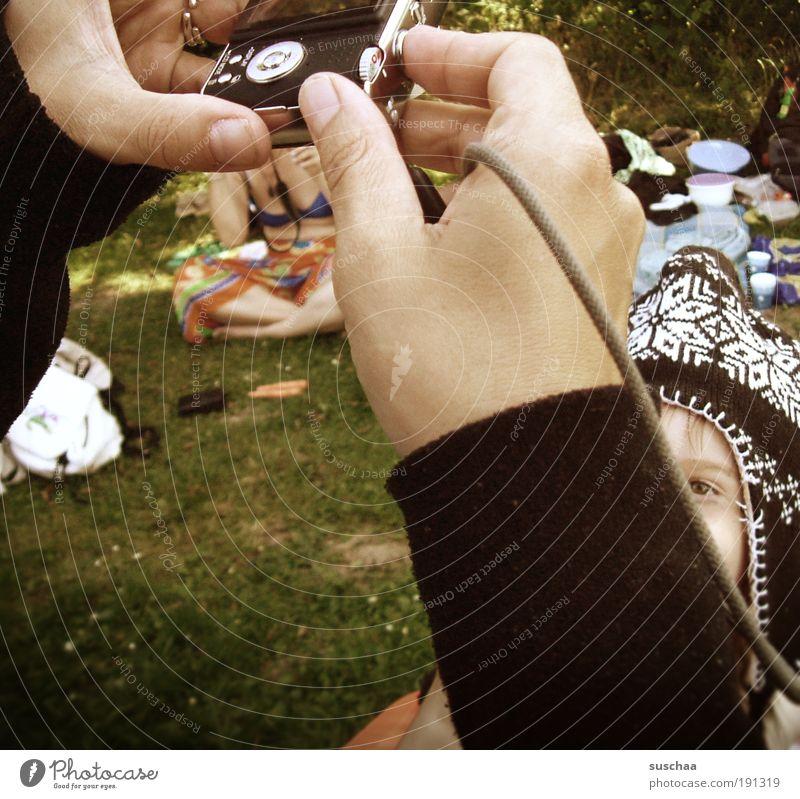 das bild vom kind .. Mensch Kind Kleinkind Frau Erwachsene Kindheit Kopf Arme Hand Finger Menschengruppe 3-8 Jahre Sommer Schönes Wetter Gras Garten Park Wiese