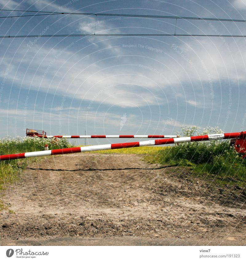 Bahnübergang Natur alt Himmel Pflanze Einsamkeit Wiese Feld Barriere geschlossen Sicherheit Ordnung ästhetisch authentisch Ende einfach dünn
