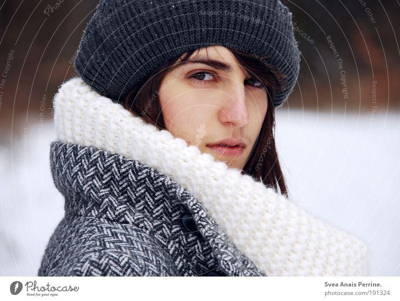 schluss mit lustig. feminin Junge Frau Jugendliche Haare & Frisuren Gesicht Auge Nase Lippen 1 Mensch 18-30 Jahre Erwachsene Umwelt Winter Mantel Mütze brünett