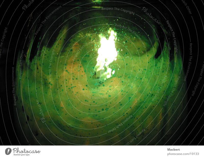 Kerze im Glas grün heiß Physik Häusliches Leben Brand Wärme hell Flamme