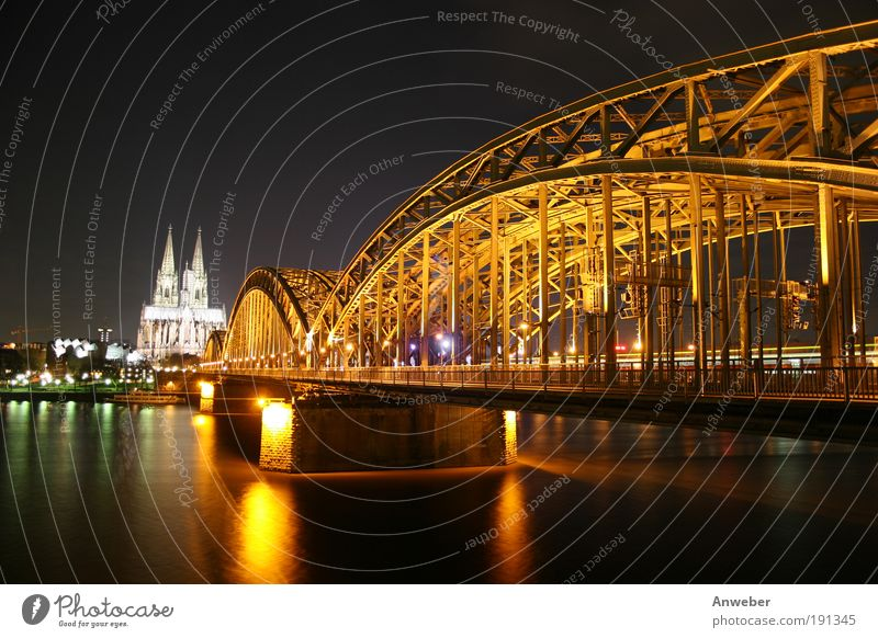 Kölner Dom, Rhein und Hohenzollernbrücke bei Nacht Wasser schön alt schwarz Stimmung Beleuchtung orange Stadt Architektur Deutschland Hintergrundbild