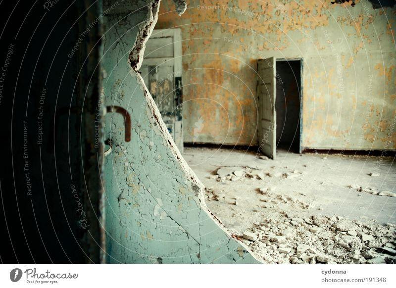 Mehr als einen Türspalt offen Design Häusliches Leben Hausbau Renovieren Umzug (Wohnungswechsel) Innenarchitektur Raum Handwerker Ruine Mauer Wand Einsamkeit