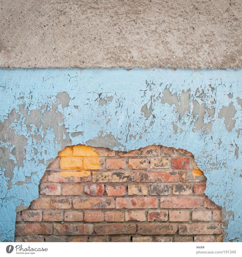 Froschkönig blau alt Wand Farbstoff Mauer grau Fassade dreckig kaputt Vergänglichkeit verfallen Verfall Backstein Putz abblättern abstrakt