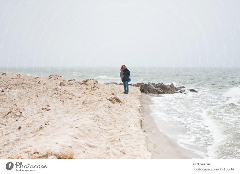 Fotografenwitwe Mensch Frau Himmel Natur Ferien & Urlaub & Reisen Wasser Landschaft Erholung Einsamkeit Ferne Winter Strand Herbst Küste Sand Horizont