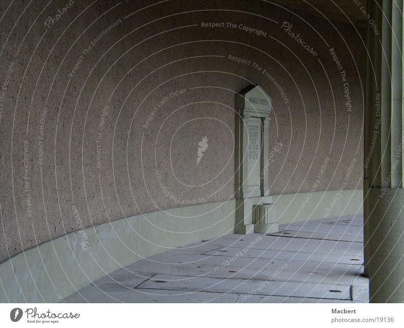 Ewige Ruhe Mauer Architektur Säule Friedhof Grab Marmor Steinplatten Sockel