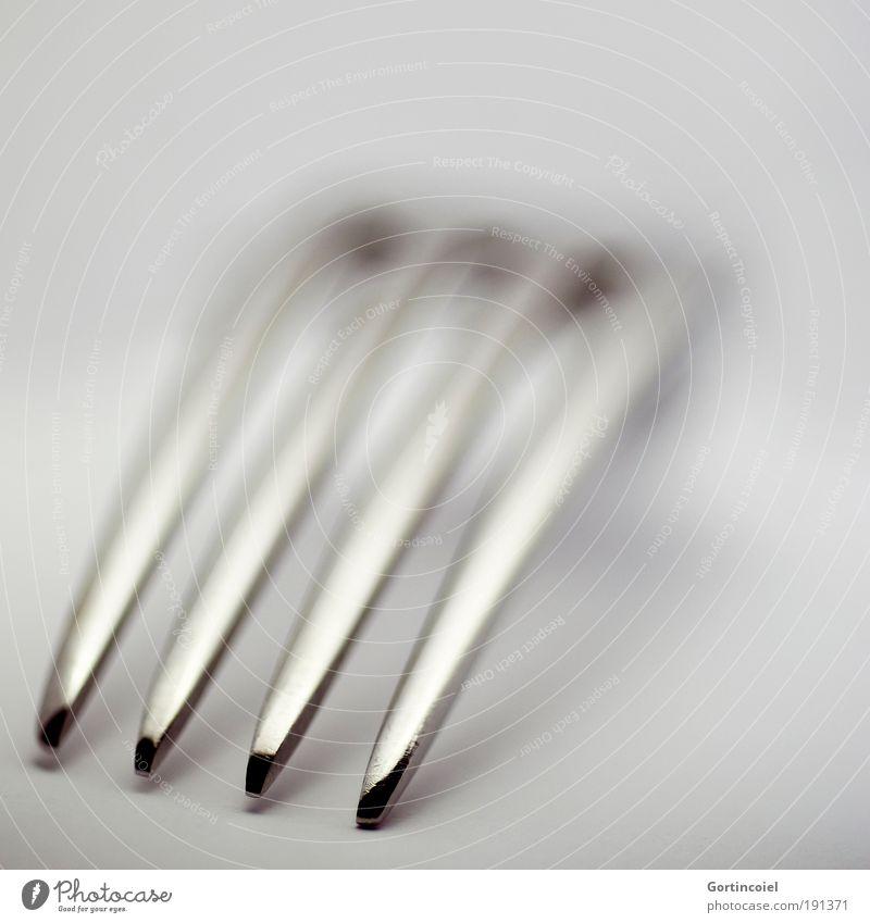 Zackig Besteck Gabel elegant Stil Design Metall Linie Spitze grau silber glänzend Glanzlicht dunkel hell schimmern Lichtspiel Edelstahl graphisch Bogen