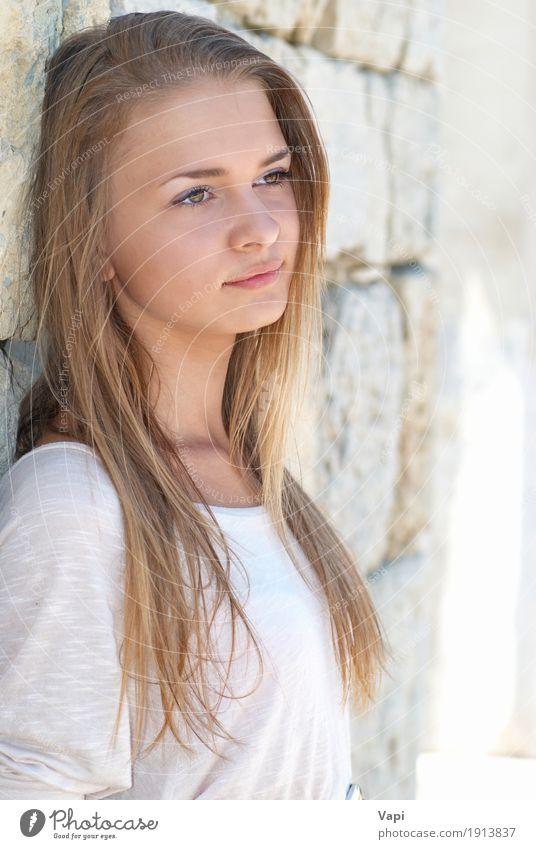 Blonde junge Frau im Freien Lifestyle Freude schön Haare & Frisuren Haut Gesicht Gesundheit Wellness Erholung Freizeit & Hobby Sommer Sonne Mensch Junge Frau