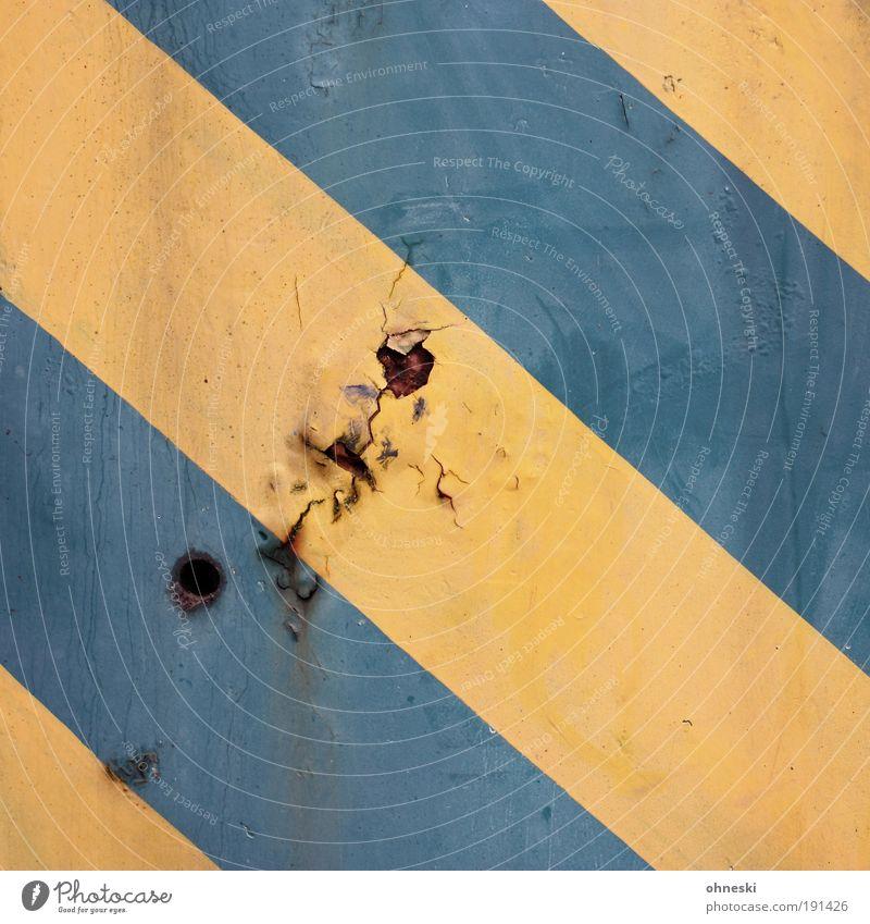 333 - His Name was Nobody [Bo No.3] Australien Metall Stahl Rost Streifen Loch gelb grün graphisch gestreift Farbe Maler Anstreicher Farbfoto Nahaufnahme