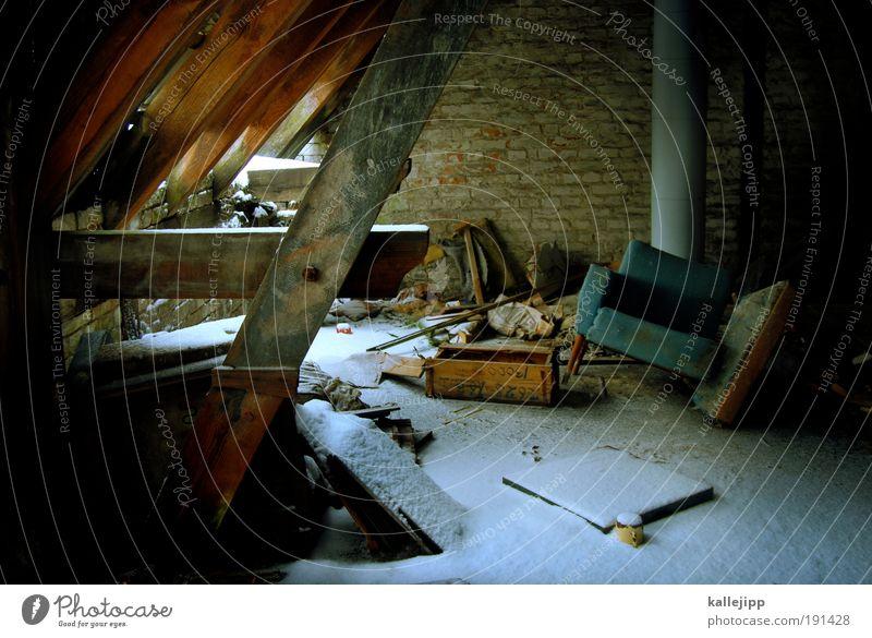 dachschaden Häusliches Leben Wohnung Haus Hausbau Renovieren einrichten Innenarchitektur Möbel Sessel Raum Dachboden Winter Eis Frost Schnee Mauer Wand Fenster
