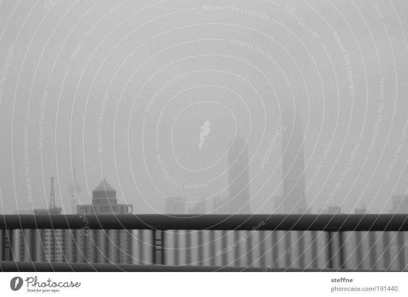 so high Himmel Stadt Ferne dunkel Nebel Hochhaus Brücke modern bedrohlich Klima Asien Unendlichkeit China Skyline Wahrzeichen