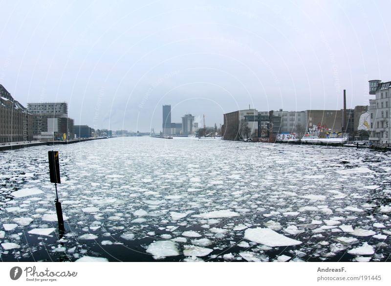 arktisches Berlin Winter Umwelt Natur Landschaft Wasser Klima Klimawandel Schnee Fluss kalt Eis Eisscholle Spree Frost Oberbaumbrücke Im Wasser treiben
