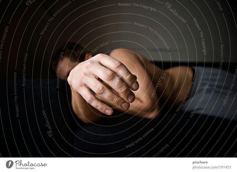Hangover Mensch Mann Hand Erwachsene Erholung maskulin Finger schlafen Müdigkeit Langeweile verkatert Nachtleben Hemmungslosigkeit Genusssucht
