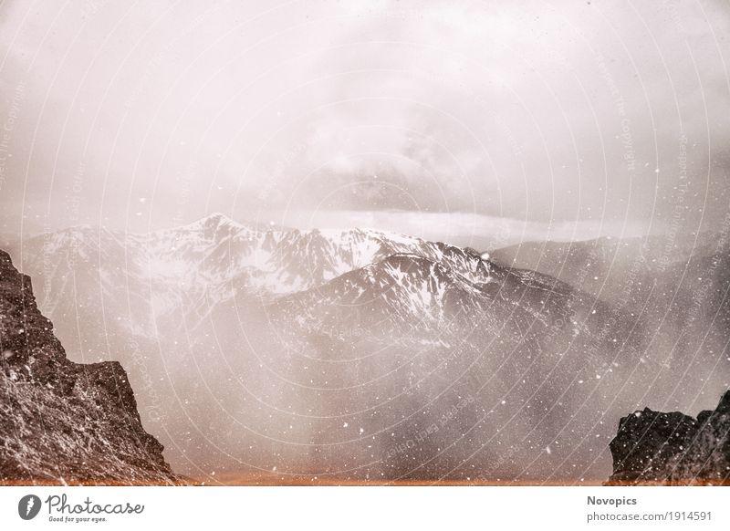 view on the High Tatras V Natur blau grün Wasser weiß Landschaft Wolken Winter Berge u. Gebirge schwarz Schnee Stein See Felsen Schneefall Winterurlaub