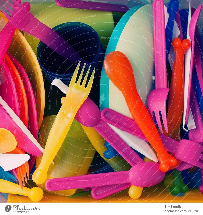 Happy Plastic Geschirr mehrfarbig Gabel Becher Teller Konsum Messer Besteck Kunststoff Verpackung Einwegflasche Pfandflasche Farbenmeer Löffel