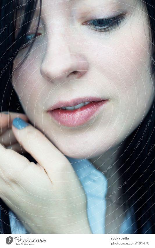 losgelassen. Frau Jugendliche schön ruhig Erwachsene Einsamkeit Gesicht feminin Haare & Frisuren Zufriedenheit elegant Haut frei Wellness 18-30 Jahre