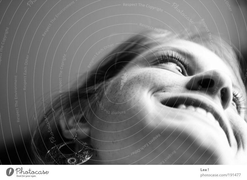 I look at you feminin Haut Kopf Gesicht 1 Mensch beobachten genießen Lächeln Blick träumen Freundlichkeit Fröhlichkeit natürlich Freude Frieden Lebensfreude