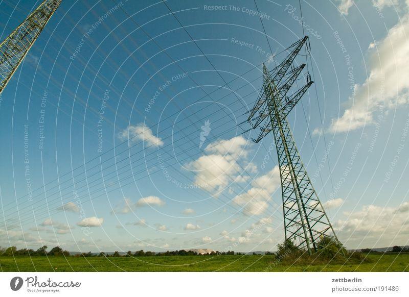 Hochspannung Elektrizität Strommast Hochspannungsleitung Kabel Stahlkabel Leitung Energiewirtschaft Verteiler Umweltverschmutzung Heimat Himmel Hügel Landschaft