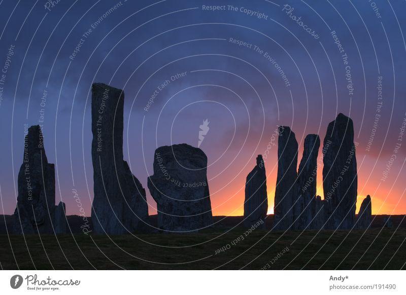 Mystic hours Ferien & Urlaub & Reisen träumen Stein Landschaft Architektur Energie Feuer Tourismus Kultur geheimnisvoll Schottland Sonnenaufgang Hinkelstein