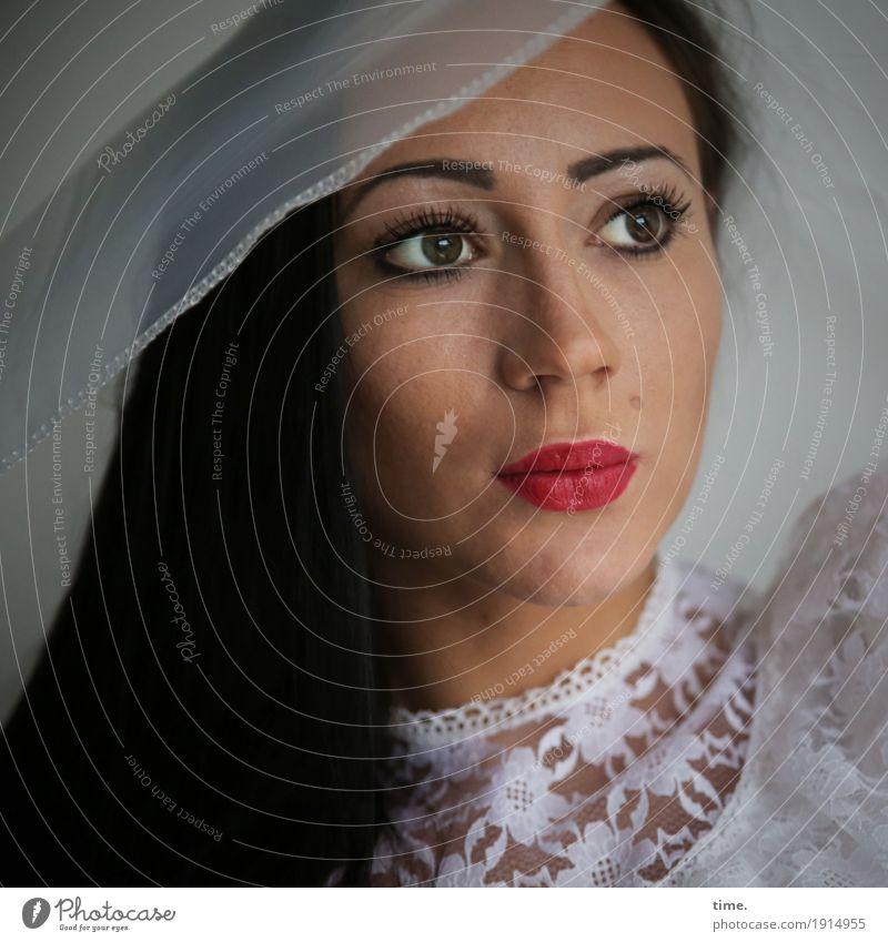 Nastya feminin Frau Erwachsene 1 Mensch Kleid Stoff schwarzhaarig langhaarig beobachten Denken festhalten Blick warten schön selbstbewußt Sicherheit Romantik