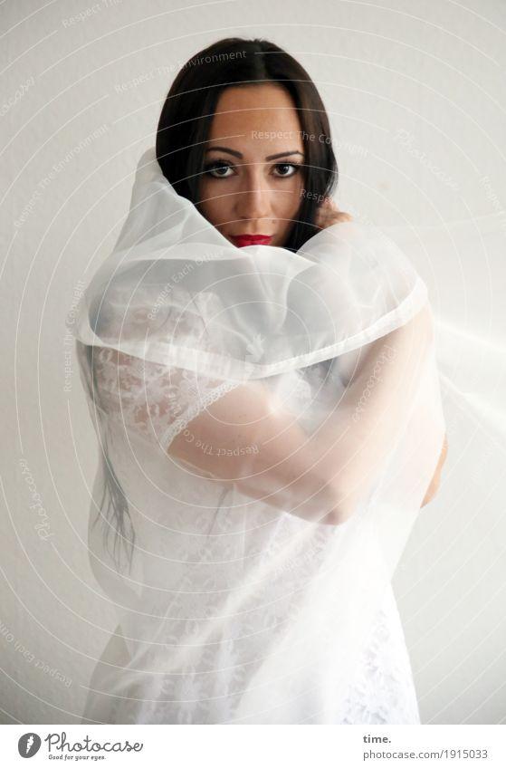 . Mensch Frau schön Erwachsene feminin beobachten Schutz Stoff langhaarig schwarzhaarig