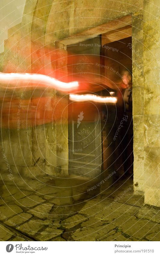 Licht Erscheinung Mensch alt träumen Tür Fassade Kirche fantastisch entdecken leuchten Langzeitbelichtung Kloster Belichtung
