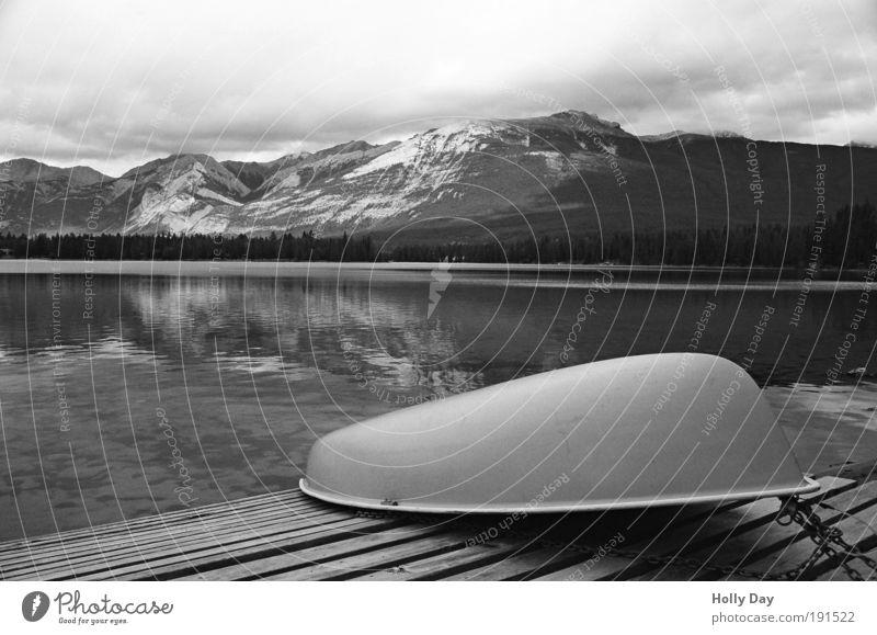Ende einer Bootsfahrt Natur Wasser Ferien & Urlaub & Reisen Sommer Wolken ruhig Landschaft Herbst Berge u. Gebirge See Zufriedenheit Kraft Freizeit & Hobby