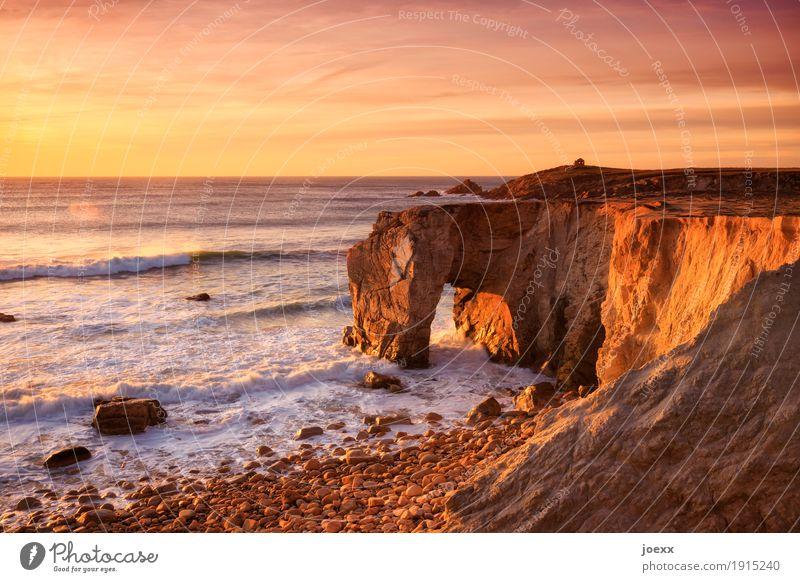 Wie winzig wir sind Himmel Natur Ferien & Urlaub & Reisen Sommer weiß Landschaft Meer Wolken Küste Freiheit braun Felsen orange Horizont Wellen Schönes Wetter