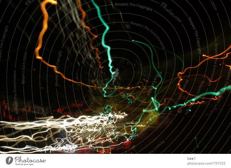 Verkehrskaos Verkehrsmittel Straßenverkehr Autofahren Straßenkreuzung Geschwindigkeit Stress Leben Zeit Licht Lichtspiel Farbfoto Außenaufnahme Nacht