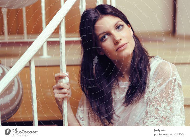 Ein Hauch von Rosa Stil schön Erholung Häusliches Leben Wohnung Innenarchitektur Treppe Treppengeländer Mensch feminin Junge Frau Jugendliche Erwachsene Mode