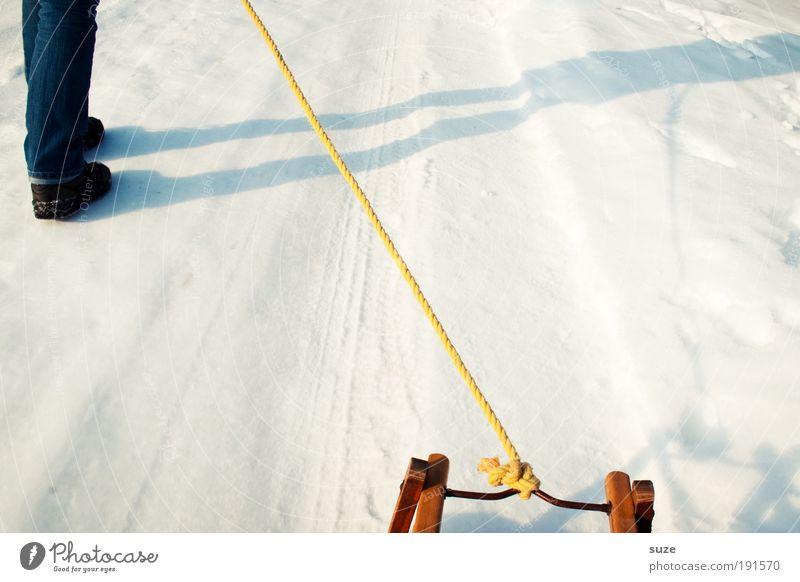 Ziehkind Mensch Freude Winter kalt Schnee Wege & Pfade Beine gehen Schuhe Freizeit & Hobby laufen Lifestyle Seil Anschnitt unterwegs ziehen