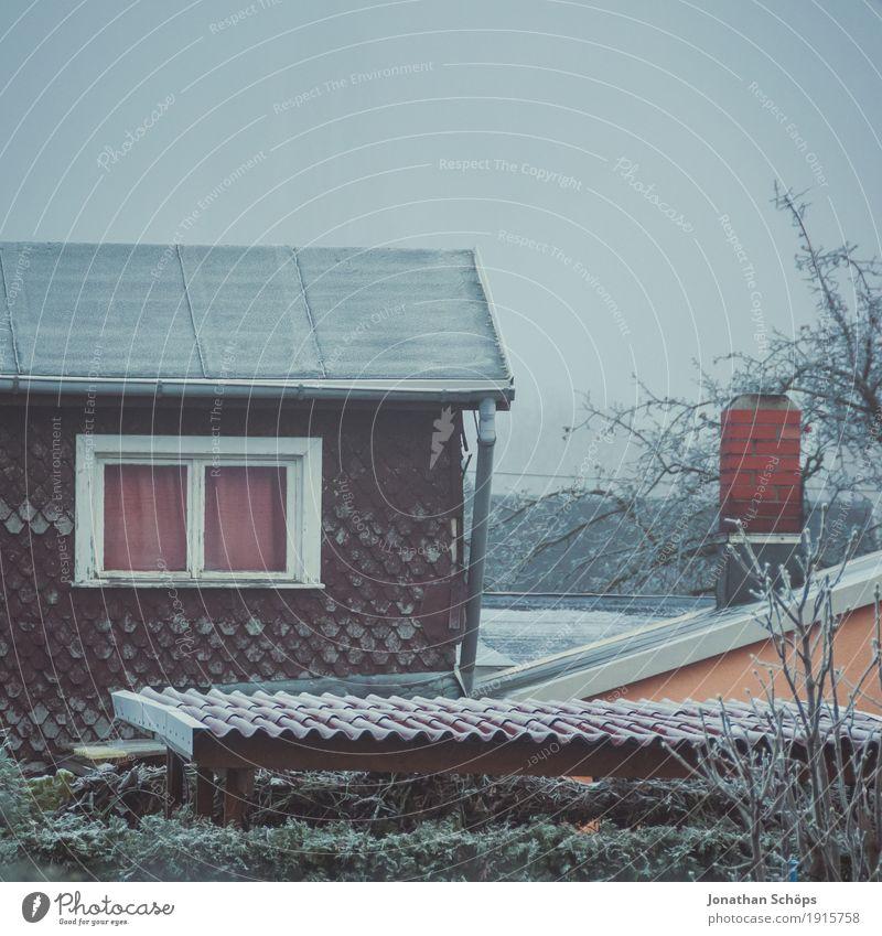 Väterchen Frost XVII Winter Natur Pflanze Herbst Nebel Haus Fassade Dach Dachrinne Schornstein Traurigkeit kalt Trauer Heimweh Einsamkeit Vergänglichkeit