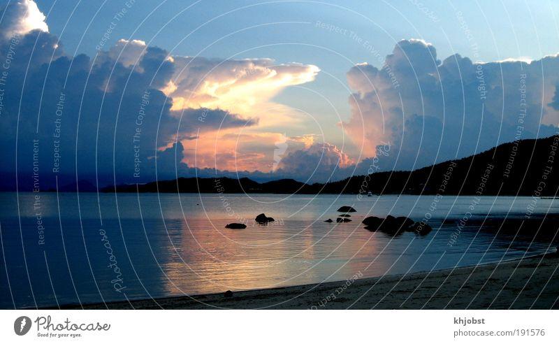 Regenzeit Landschaft Urelemente Luft Wasser Himmel Wolken Gewitterwolken Sonnenlicht Sommer Wetter Unwetter Küste Strand Bucht Meer Thailand Asien Menschenleer