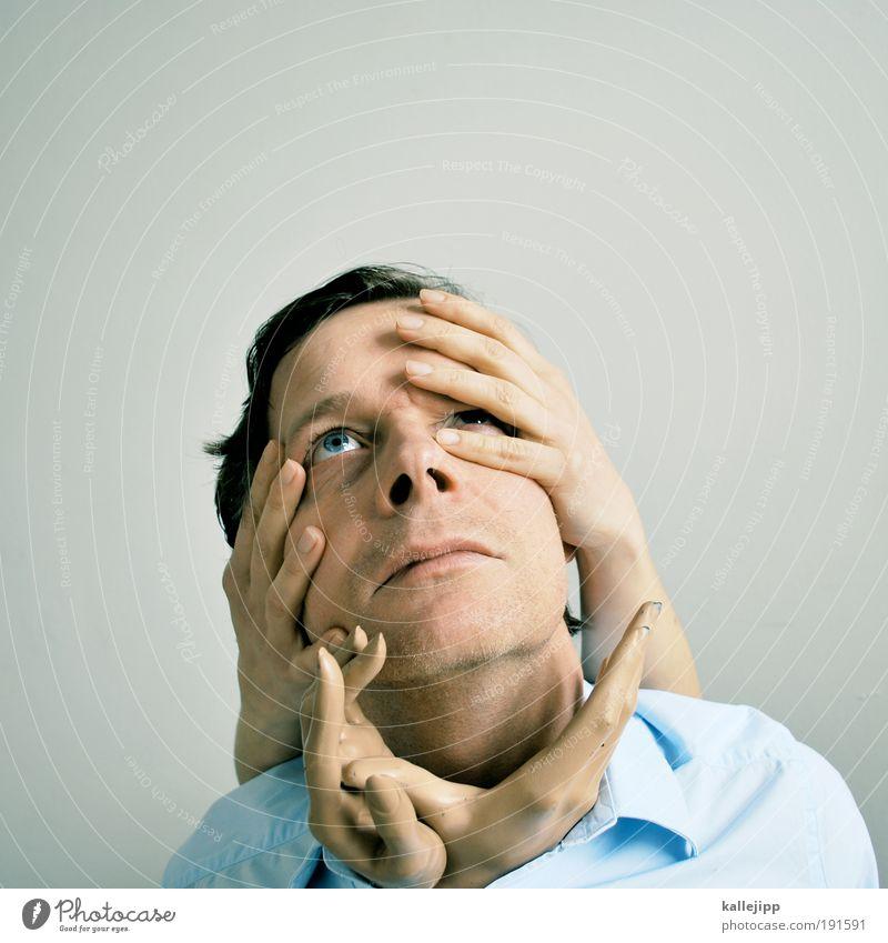 ergriffen Mensch Mann Hand Gesicht Erwachsene Auge Leben Haare & Frisuren Kopf Paar träumen Mund Haut maskulin Nase Finger