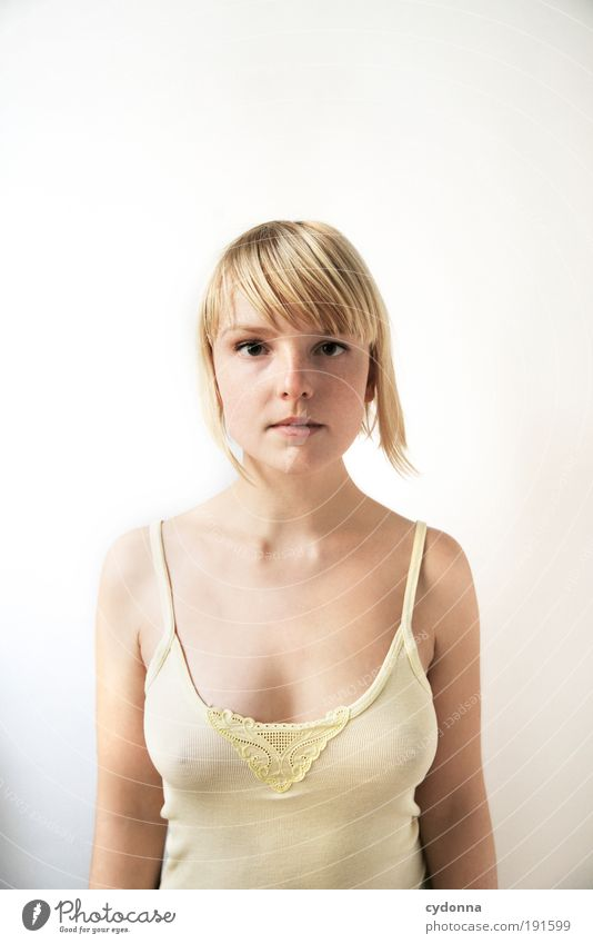 Winterstarre Mensch Frau Jugendliche schön ruhig Gesicht Erwachsene Erholung Leben Erotik Gefühle Stil träumen Zeit Gesundheit Körper
