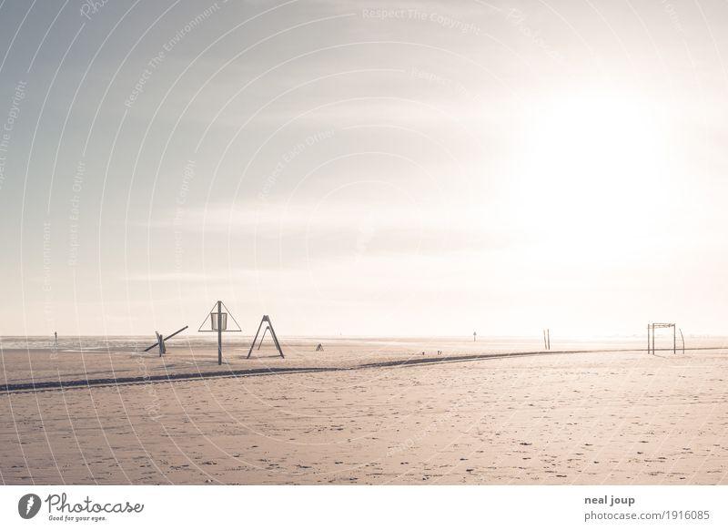 Spielplatz mit viel Platz Ferien & Urlaub & Reisen Erholung Einsamkeit ruhig Ferne Strand Küste Spielen Sand hell träumen leer warten einfach Fitness