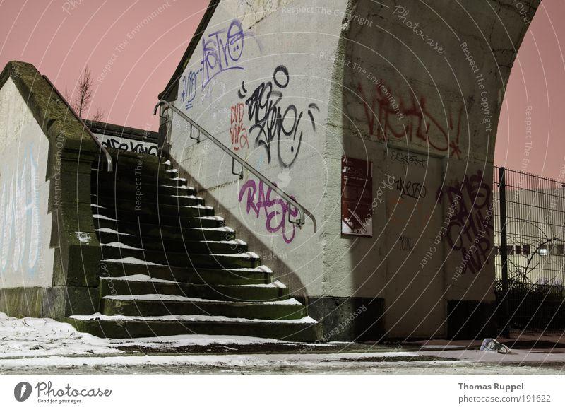 Treppe Himmel Winter kalt Schnee Stein Graffiti rosa Beton Fassade Europa Brücke Nachthimmel Bauwerk Kultur