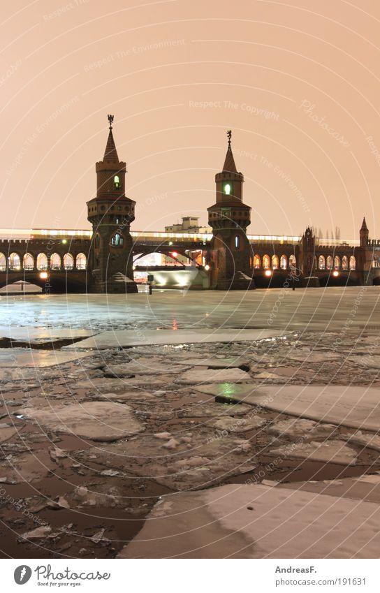arktisches Berlin Himmel Stadt Winter kalt Eis Architektur Brücke Frost Fluss Friedrichshain U-Bahn Denkmal S-Bahn Sehenswürdigkeit Nachtaufnahme