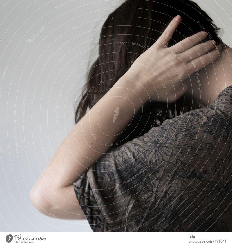 Lass mich in Ruh! Mensch Frau Jugendliche Hand ruhig Erwachsene feminin Gefühle Haare & Frisuren Kopf Traurigkeit Angst 18-30 Jahre Schmerz Gewalt Stress